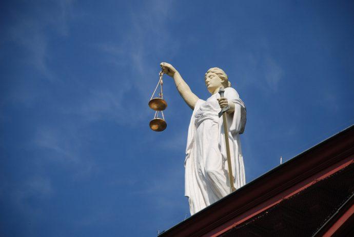 case-law-677940_1920-690x462